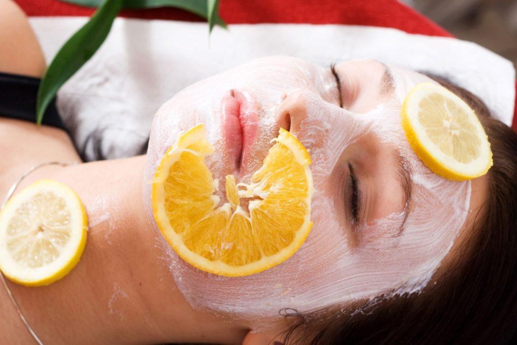 Маска для лица с лимоном: естественный способ избавиться от угрей и пятен