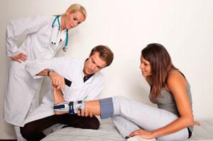 Травматолог с пациентом
