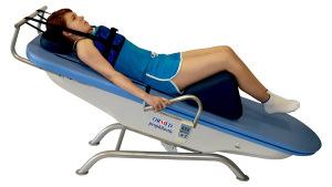Эффективным методом лечения является вытяжение позвоночника за подмышечные впадины
