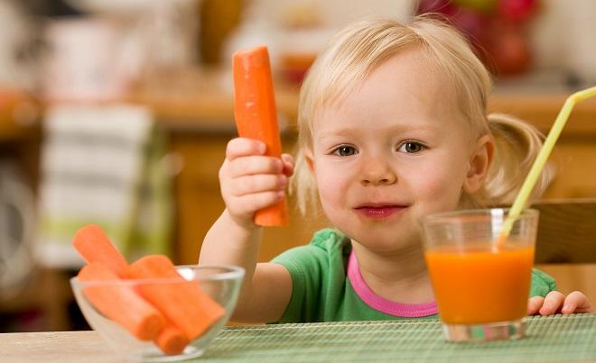 Морковный сок - средство для борьбы с паразитами для детей