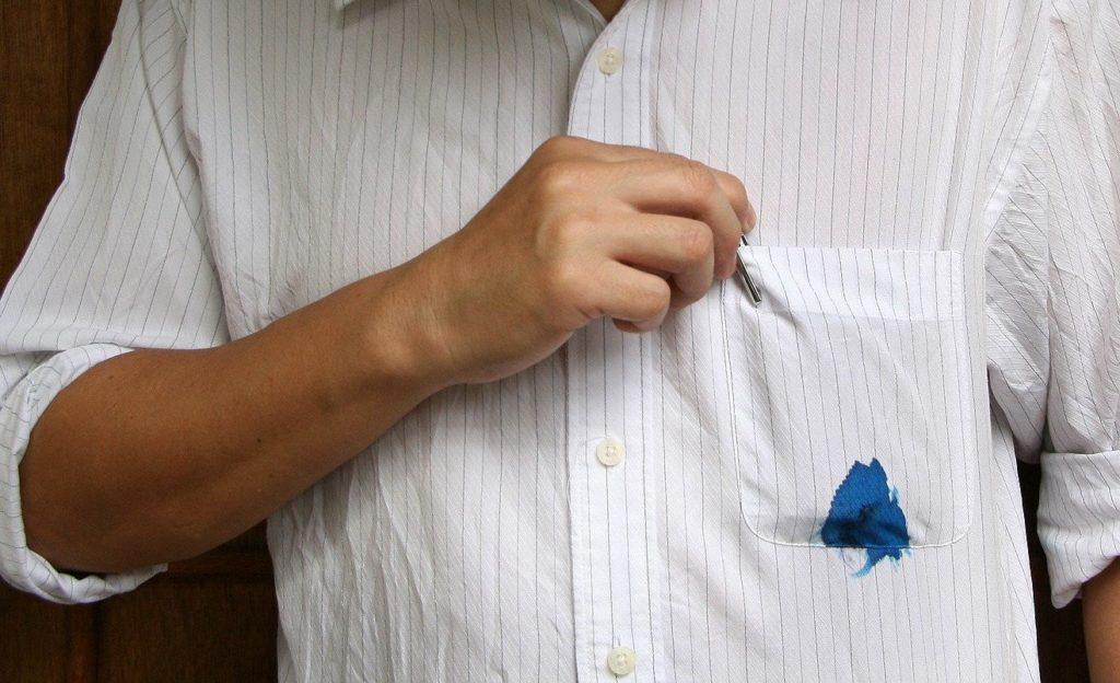 Чем отстирать чернила от шариковой ручки с одежды