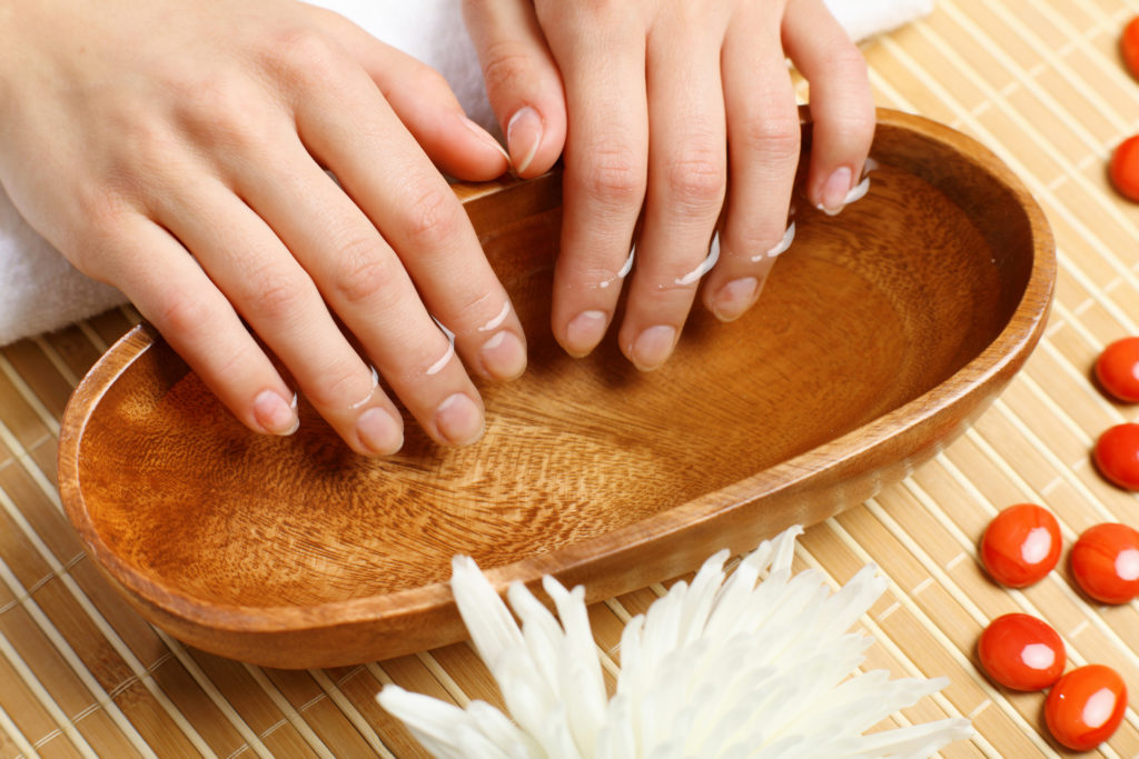 Слоящиеся ногти: причины, симптомы и лечение