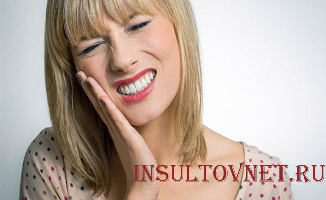 Болит голова при зубной боли