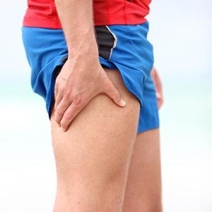 Самый первый симптом при переломе - это боль