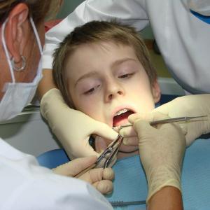 Хронический остеомиелит челюсти чаще встречается у детей от трех до двенадцати лет