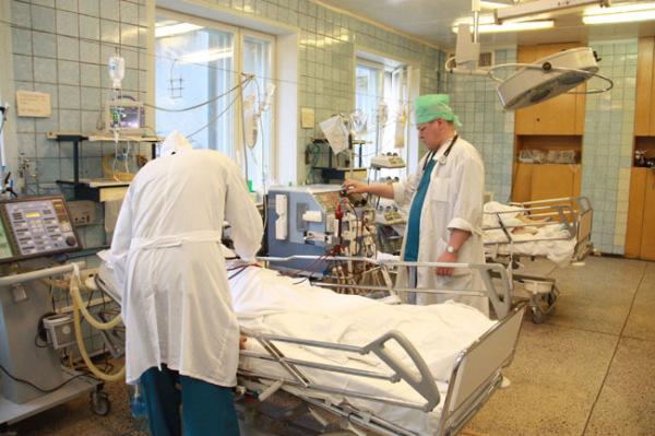 При тяжелых повреждений может быть назначено хирургическое лечение