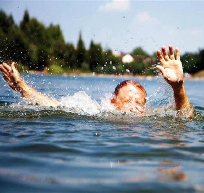 Глотнуть воду из реки во время купания - возможная причина заражения лямблиозом