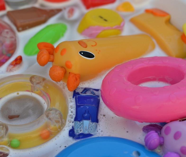 Мытье детских игрушек - профилактика заражения карликовым цепнем