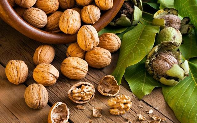 Настойка грецкого ореха: рецепты и как принимать