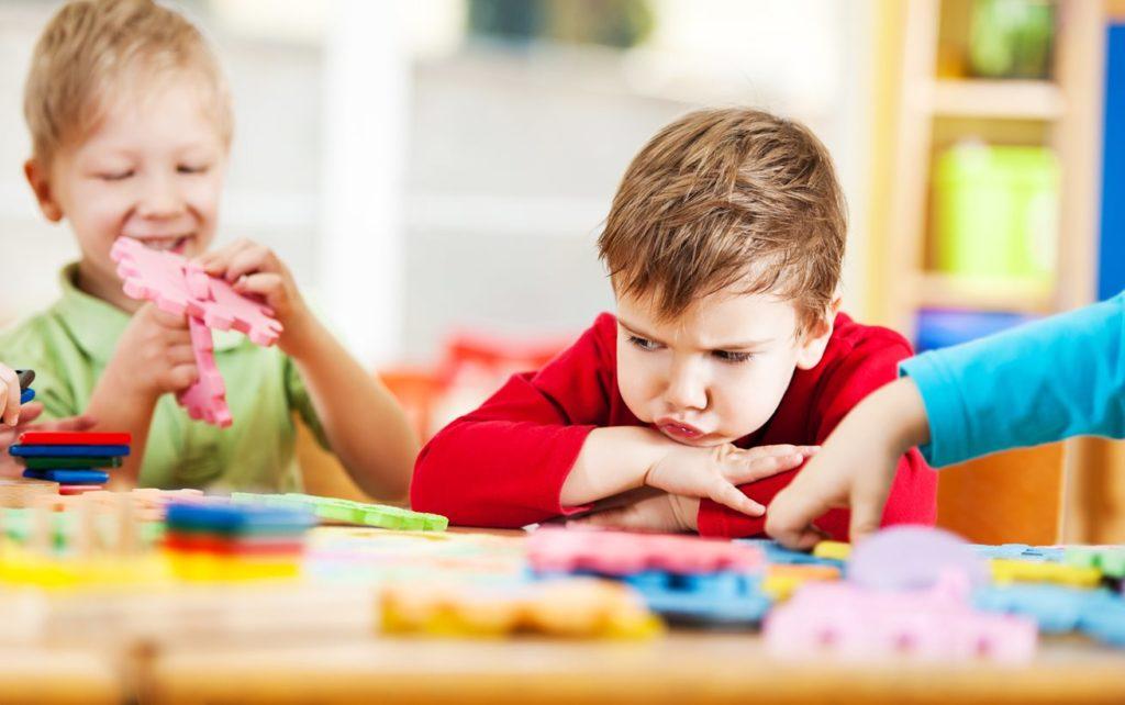 Почему дети жадничают и что с этим делать?