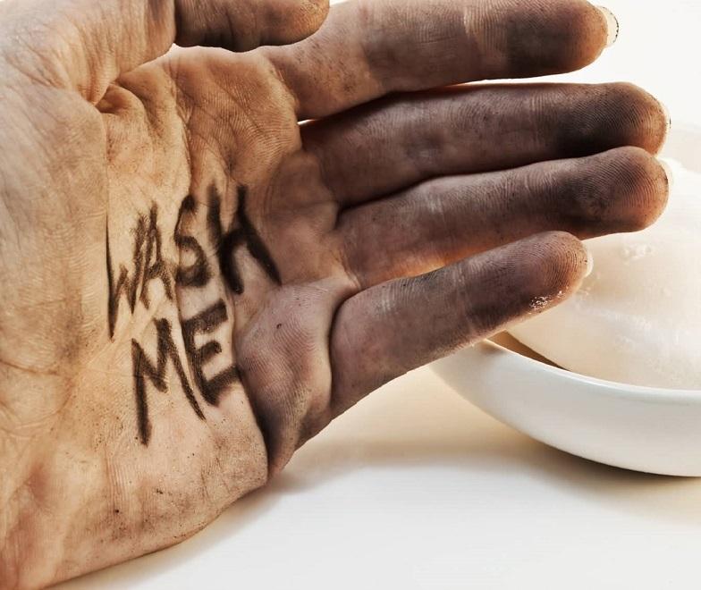 Грязные руки - несоблюдение личной гигиены - причина заражения острицами
