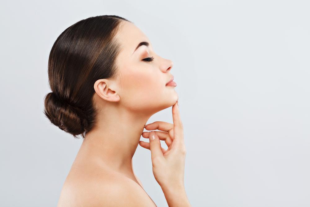 Подтяжка лица золотыми нитями: особенности процедуры и её эффективность