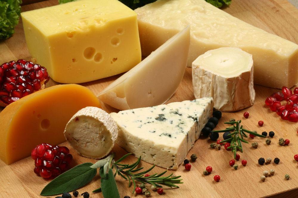Какой сыр подходит для похудения? Калорийность сортов сыра.
