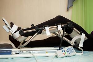 Разработка ноги с помощью тренажера механического типа