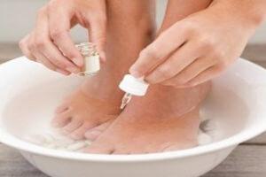 Лечение мозолей и натоптышей на ногах