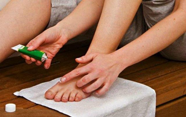 Мази для лечения грибка ногтей и запаха на ногах