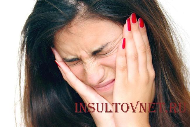 Болит голова при неврите