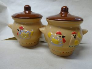 керамический горшок с курицами